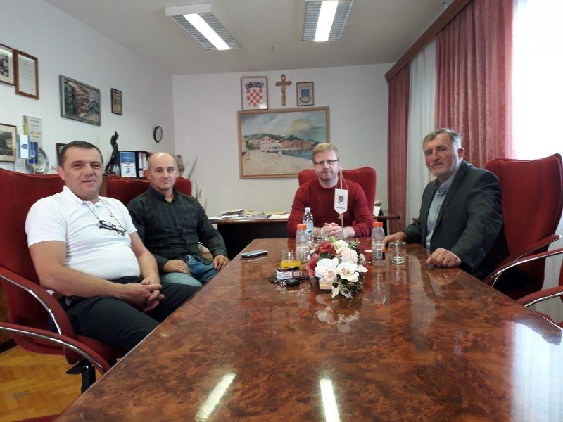 Predsjednik Bukovac sa suradnicima u radnom posjetu Općini Karlobag i Gradu Novalji