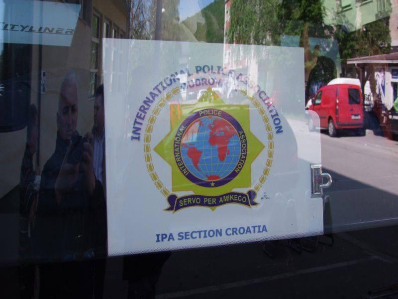Grupa od 30-tak članova IPA-ovci iz cijelog svijeta u Otočcu