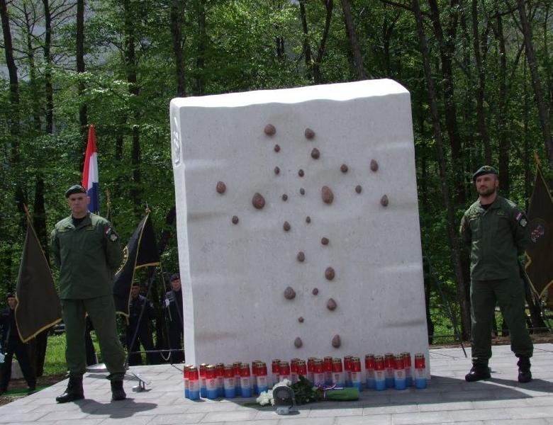 "Svečano otkriveno spomen-obilježje ""Velebitskim junacima"""