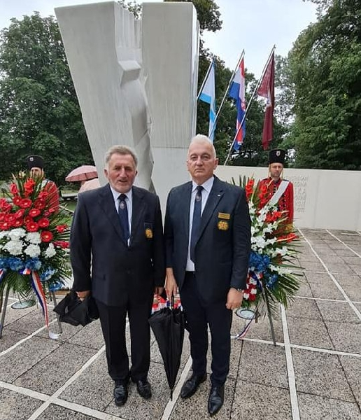 Povodom Dana pobjede položeni vijenci i upaljene svijeće na spomeniku palim hrvatskim braniteljima u Otočcu i Zalužnici